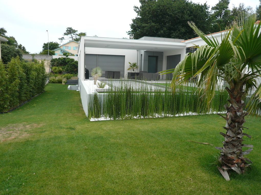 Cr ation d 39 un jardin minimaliste sur le bassin d 39 arcachon for Piscine minimaliste