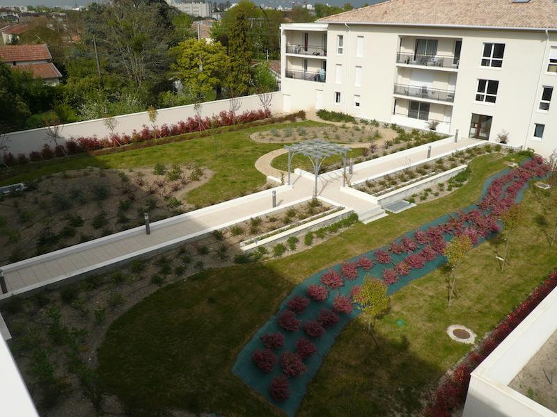 Am nagement espaces verts par paysagiste d 39 une r sidence for Amenagement espace vert